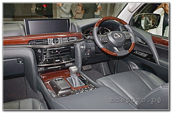 32 - Lexus